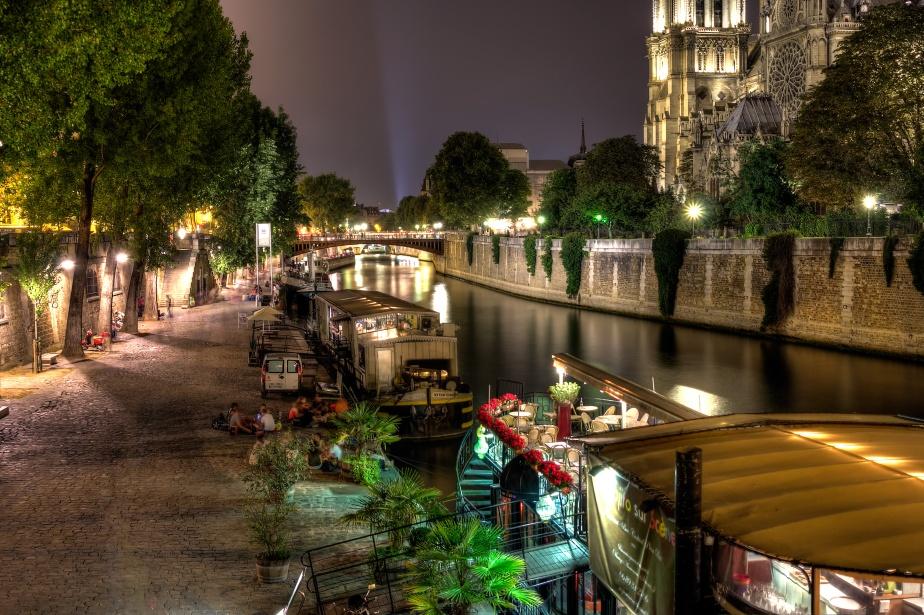 Friday Night: the Parisian Way